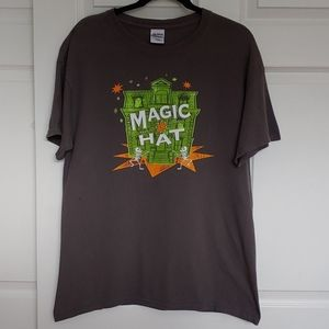 "🎩 Gildan "" Magic Hat "" Tee"